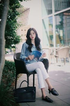 daily 2018 feminine & classy look Korean Fashion Work, Korean Fashion Trends, Korea Fashion, Asian Fashion, Korean Style, Kpop Outfits, Korean Outfits, Casual Outfits, Modest Fashion
