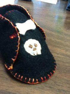 Skull booties. #baby #bootie #felt #craft #DYI #skull