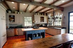 Lake house kitchen - Top Awesome Farmhouse Kitchen Design Ideas To Make Your Cooking Cozy – Lake house kitchen Country Kitchen Lighting, Farmhouse Kitchen Island, Country Kitchen Farmhouse, Country Kitchen Designs, Primitive Kitchen, Modern Farmhouse Kitchens, Home Kitchens, Farmhouse Design, Colonial Kitchen