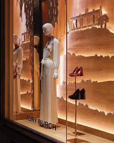 WEBSTA @fer.jonathan TORY BURCH Window Display @toryburch