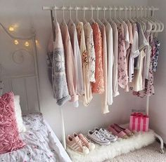 Imagem de room, clothes, and pink