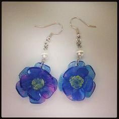 紫の花のピアス
