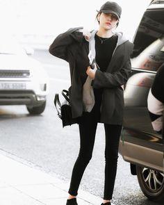 Gfriend-Sowon 190302 Gimpo Airport to Japan Girls Fashion Clothes, Girl Fashion, Fashion Outfits, Clothes For Women, South Korean Girls, Korean Girl Groups, Gfriend Sowon, Airport Style, Airport Fashion