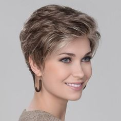 SOLITÄR MONO - New York, Rio, Tokio: der City-look der Metropolen. y belleza Haircut For Older Women, Haircuts For Fine Hair, Cute Hairstyles For Short Hair, Daily Hairstyles, Trending Hairstyles, Short Grey Hair, Short Hair With Layers, Layered Hair, Short Silver Hair