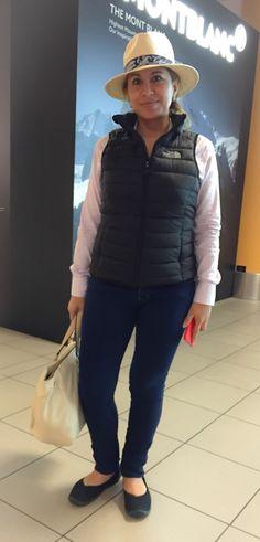 Estilo aeropuerto. Muy práctico y cómodo para viajar entre zonas con temperaturas distintas!!! #jeanpaulgaultier #panamahat #thenorthface #crocs #carolinaherrera #dudalina #iphone6plus #lima #peru