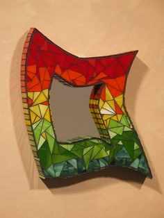 mosaic mirror--This is so neat! I wonder how I could make on  myself....hhhmmmm