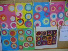 Fond peint au rouleau puis collage de ronds de taille différente. KANDINSKY