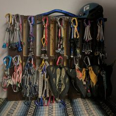 Wood pallets make easy DIY climbing racks! Just use wood screws to create little 'hangers' for your gear! Too easy!!