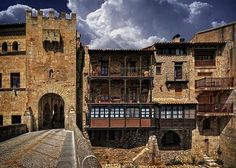 The beautiful Valderrobres, Teruel Places In Spain, Places To Visit, Spanish Towns, Romanesque Architecture, Spain Travel, Travel Destinations, Countryside, Around The Worlds, Toscana