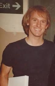A young Peter Davison doctor Doctor Who Cast, Fifth Doctor, Peter Davison, Doctor Johns, John Smith, Time Lords, British Actors, Dr Who, Actors & Actresses