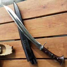crossbow diy,crossbow accessories,crossbow arrows,survival tips,survival gear Survival Weapons, Survival Knife, Survival Tips, Swords And Daggers, Knives And Swords, Crossbow Arrows, Diy Crossbow, Armas Ninja, Beil