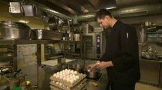 Ei-Sprung: Wie man Eier richtig kocht - Sehen Sie dazu einen Bericht bei HOTELIER TV: http://www.hoteliertv.net/f-b/ei-sprung-wie-man-eier-richtig-kocht/