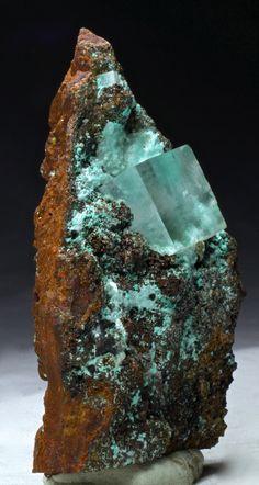 Calcite on Aurichalc