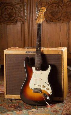 Winning combination Fender Guitar Amps, Fender Electric Guitar, Fender Stratocaster, Bass Guitars, Guitar Art, Cool Guitar, Guitar Players, Blues Music, Vintage Guitars