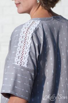 Lace sleeve seam - How to sew Lace Inset - Insert Lace in a Seam or anywhere else on a garment with this sewing technique - Melly Sews Sewing Tips, Sewing Tutorials, Sewing Ideas, Sewing Crafts, Sewing Projects, Sewing Patterns, Lace Inset, Lace Trim, Sewing Lace