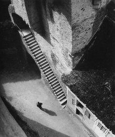 """liquidnight: """" Jan Lauschmann Castle Stairs, 1927 From Tschechoslowakische Fotografien """" History Of Photography, Street Photography, Art Photography, Dramatic Photography, Vintage Photographs, Vintage Photos, Stairway To Heaven, Foto Art, Art Plastique"""