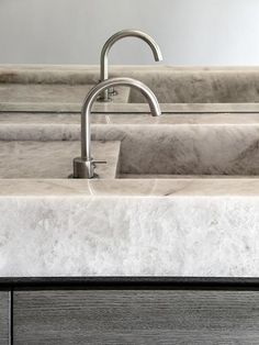 Get amazed by the list of the best luxury interior design projects by Studio Piet Boon. Office Interior Design, Luxury Interior Design, Bathroom Interior Design, Exterior Design, Interior And Exterior, Carrara Marble Bathroom, Gold Bathroom, Rotterdam, Restroom Design