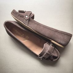 Flats mocasines Emilia Taupe, hechas 100% en piel. Disponibles en www.altaatelier.com