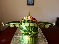Watermelon plane - New Sites Watermelon Art, Watermelon Carving, Carving Pineapples, Cookie Caramel, Cookies Banane, Fruit Creations, Creative Food Art, Vegetable Carving, Food Carving