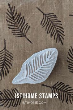Stamp Printing, Printing On Fabric, Wooden Feather, Clay Stamps, Handmade Stamps, Pottery Tools, Fabric Stamping, Decorative Paper, Diy Home Crafts