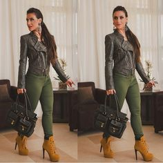 Bom diaaaa com esse look militar by @tuart  | boots @modanapassarela | bolsa @biroshop | ph @rodrigofotoart #look #lookoftheday #verdemilitary #moda #fashion #tuart #tuartpolo #tuartlovers #inlove #instalove