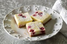 White chocolate raspberry cheesecake slice-This slice of heaven is a timeless favourite, crowd-pleasing treat in its simplicity. Cheesecake Toppings, Cheesecake Bites, Cheesecake Recipes, Dessert Recipes, Dessert Bars, Chocolate Slice, Chocolate Topping, Chocolate Muffins, Chocolate Cream