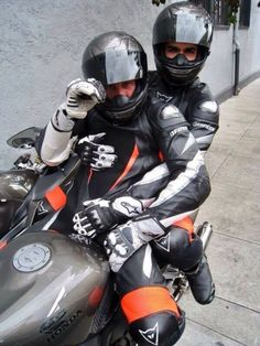 only and NSFW ! Please leave if you're under 18 years! Motorcycle Suit, Motorcycle Leather, Gay Couple, Leather Fashion, Leather Men, Motard Sexy, Gay Romance, Bike Leathers, Biker Boys