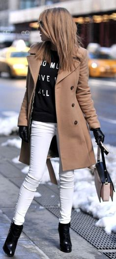 Street Style Fashion - Camel Pea Coat, Black Sweater, Ankle Boots and White Skinny Pants. Fall Winter Outfits, Autumn Winter Fashion, Winter Wear, Winter Style, White Skinny Pants, White Jeans, White Skinnies, Skinny Jeans, Looks Pinterest