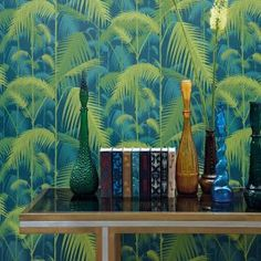 Papier peint Palm Jungle pétrole / citron collection Icons Cole and Son Tableaux D'inspiration, Motif Tropical, Palm Wallpaper, Drops Patterns, Latest Wallpapers, Cole And Son, Icon Collection, Leaf Prints, Pattern Wallpaper