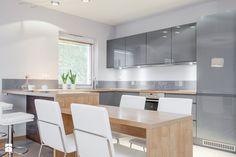 Aneks kuchenny z barkiem i stołem Kuchnia - zdjęcie od PRACOWNIE WNĘTRZ KODO