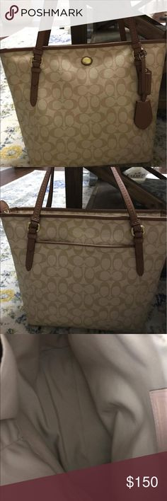 SIGNATURE COACH PURSE Authentic BEAUTIFUL coach PURSE INSIDE AND OUT. NO STAINS IN EXCELLENT CONDITION NWOT Coach Bags Totes