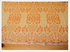 Tampella linen tablecloth Pihlajanmarja by Dora Jung