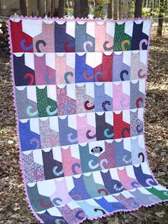 Celtic Heart Knitting and Quilting: Cat Quilt With Prairie Point Binding and like OMG! get some yourself some pawtastic adorable cat apparel! Dog Quilts, Animal Quilts, Scrappy Quilts, Quilting Projects, Quilting Designs, Sewing Projects, Cat Quilt Patterns, Skirt Patterns, Blouse Patterns