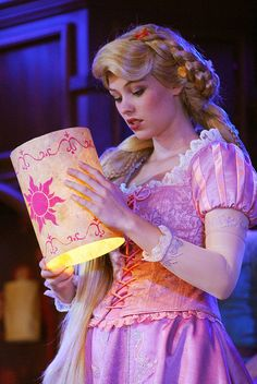 Rapunzel holding the lantern that she so badly wanted to see. Disney Rapunzel, Walt Disney, Princess Rapunzel, Tangled Rapunzel, Disney Nerd, Disney Love, Disney Magic, Disney Princesses, Pocket Princesses