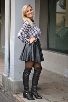 high heel boots in 2019 pied de poule, moda, donna. Leather Fashion, Fashion Boots, Fashion Outfits, Womens Fashion, Skirts With Boots, Mini Skirts, Skirt Boots, High Heel Boots, Heeled Boots