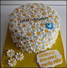 Şeker Hikayeleri: Papatya Pasta Paper Flowers Craft, Flower Crafts, Buttercream Cake, Fondant Cakes, Pretty Cakes, Beautiful Cakes, Daisy Party, Sunflower Cakes, Daisy Mae