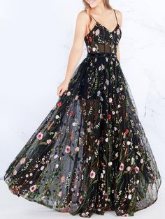 Very short special day clothes, minimal sexyhomecoming evening wear, and semi-formal stylish long dresses. Grad Dresses, Formal Dresses, Maxi Dresses, Long Dresses, Floral Prom Dress Long, Floral Homecoming Dresses, Tube Dress, Dress Up, Pretty Dresses