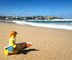 Sunday Surf Day, with Lego characters on the Beach plus more fun and Games with . Lego Photography, Still Life Photography, Children Photography, Lego Design, Under The Sea Games, Legos, Lego Man, Lego Minifigs, Lego Toys