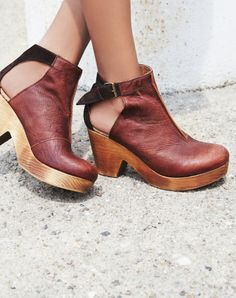 Free People Amber Orchard Clog in Chocolate | ROOLEE