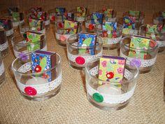 Kit castiçal, vela e fósforo , sugestão para lembrancinhas de chá de cozinha. portfolioideias.wordpress.com