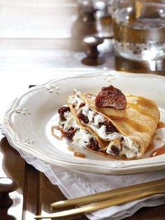 Κρέπες με ξερά σύκα βρασμένα σε σαμιώτικο κρασί και ξινομυζήθρα - www.olivemagazine.gr French Toast, Sweets, Cooking, Breakfast, Ethnic Recipes, Food, Greek, Africa, Kitchen