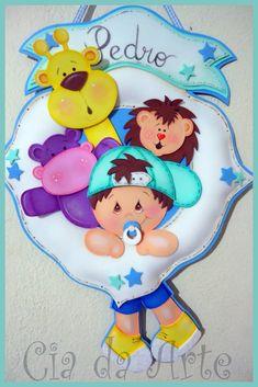 cia da arte: Placa decorativa Foam Crafts, Diy And Crafts, Scrapbook Bebe, Baby Door Hangers, Baby Shawer, Felt Animals, Paper Piecing, Smurfs, Safari