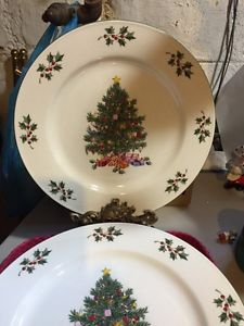 Gibson Christmas Tree Dinnerware Dishes 8 Dinner Plates Aprox 10""