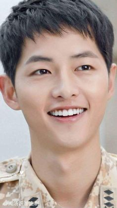 Song Joong Ki in uniform, WOW! So manly and yet so cute!