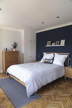 Ercol furniture bedroom with parquet floor Scandi Bedroom, Minimal Bedroom, Blue Bedroom, Bedroom Inspo, Bedroom Ideas, Bedroom Decor, Ercol Furniture, Fitted Bedroom Furniture, Fitted Bedrooms