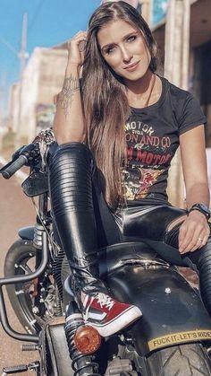 Harley Davidson biker girl next door rides around town. Vintage Harley Davidson biker girl next door rides around your town. The post Harley Davidson biker girl next door rides around town. appeared first on Motorrad. Motorbike Girl, Chopper Motorcycle, Motorcycle Outfit, Biker Chick Outfit, Ninja Motorcycle, Motorcycle Tips, Motorcycle Quotes, Vintage Harley Davidson, Motos Harley Davidson