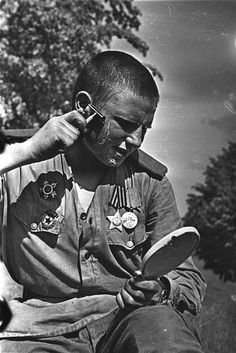 Guard soldier Pavel Karpov before heading home, in June 1945.