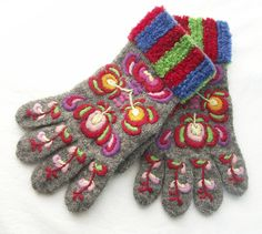 Vanter fra Hallingdal. Strikket, brodert og fotografert av Heidi Fossnes. Sorting, Scandinavian, Gloves, Socks, Embroidery, Knitting, Fingerless Gloves, Wool, Needlepoint