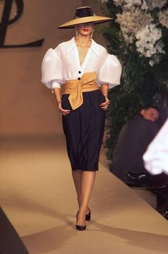 Essentially a white blouse and a black skirt ~ worn with a hat and a whole lot of style ~ Yves Saint Laurent at Couture Spring 2001 - StyleBistro Look Fashion, 90s Fashion, African Fashion, Runway Fashion, High Fashion, Luxury Fashion, Fashion Dresses, Vintage Fashion, Womens Fashion