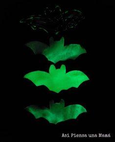 Manualidad de murciélagos fluor para halloween con pintura de rust oleum Plant Leaves, Halloween, Plants, Pumpkins, Activities For Kids, Pintura, Food, Plant, Halloween Stuff